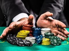 Poker online- Reasons why Online poker is reigning supreme over the Real poker experience