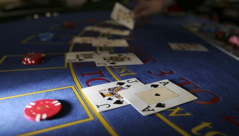 Why it is always better to play slot games in online casinos?